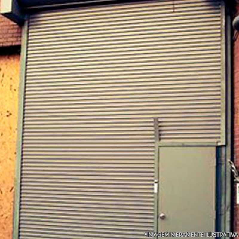 Porta de Enrolar com Portinhola Jardim Esther - Porta Loja Enrolar
